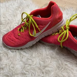 Shoes - Nike Free TR Fit